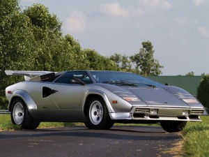 У версии LP500 S 1982 года  объем двигателя увеличили до 5,0 л