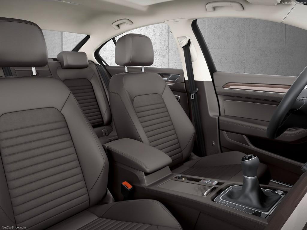 фото салона нового Volkswagen Passat В8 вид на сидения передних пассажиров