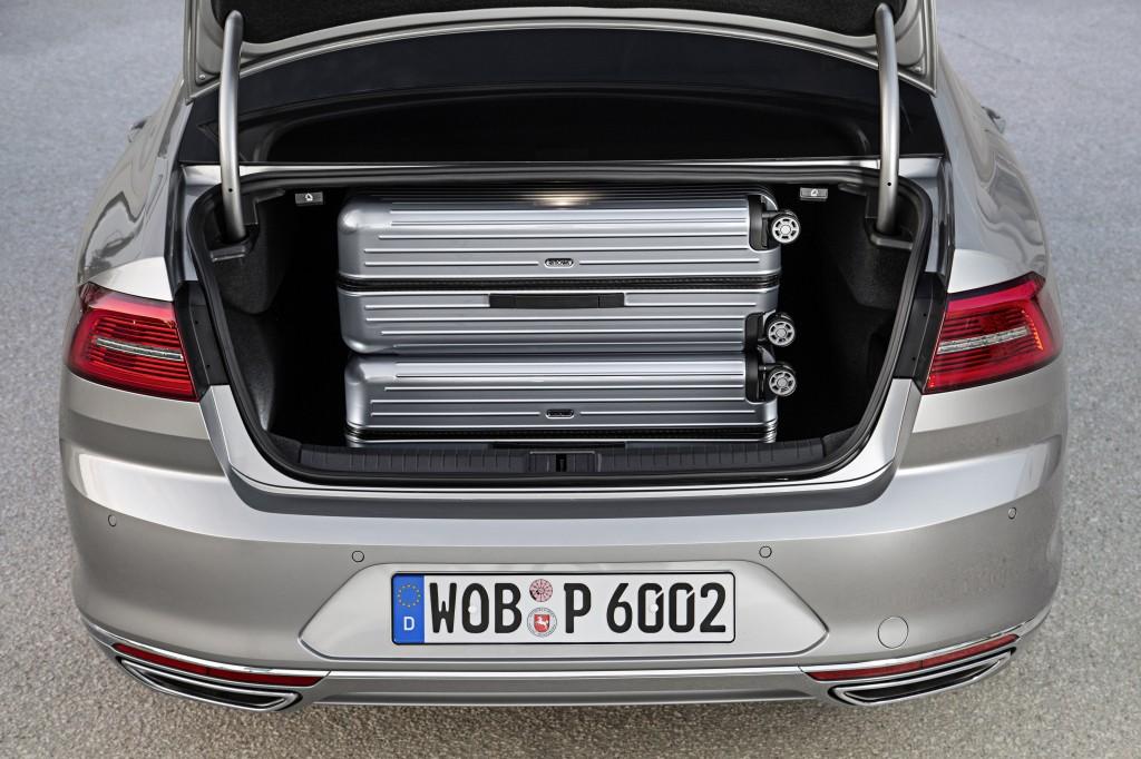 фото багажника нового Фольксваген Пассат Б8