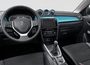 Suzuki Vitara 2014, вид на переднюю панель