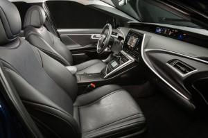Фото нового Toyota Mirai, передние сиденья