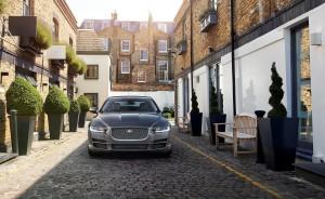 Jaguar XE 2015, вид спереди