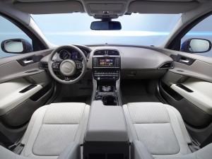 Jaguar XE, передняя панель