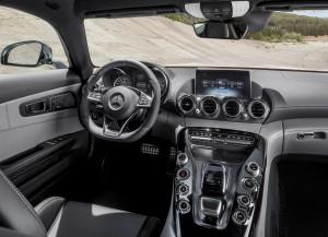 Новый Mercedes-AMG GT, передняя панель