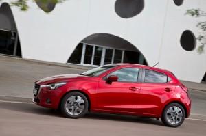 Mazda 2, вид сбоку