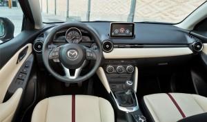 Новый Mazda 2 передняя панель