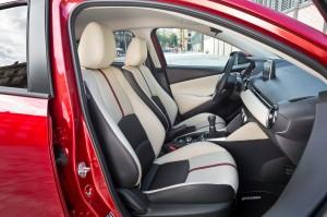 Mazda 2, передние сиденья