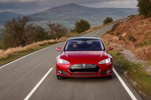 Tesla Model S P85D 2015, вид спереди