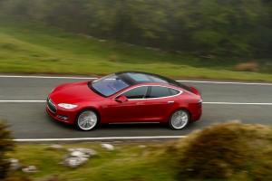 Новый Tesla Model S P85D, вид сбоку