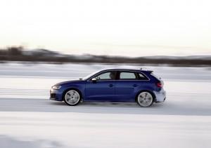Audi RS3 2015, вид сбоку