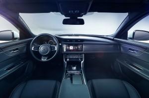 Новый Jaguar XF, передняя панель