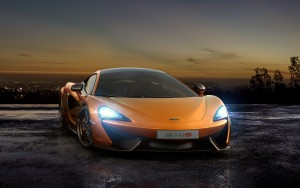 McLaren 570S, вид спереди