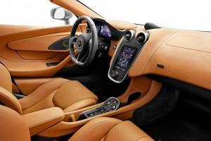McLaren 570S, салон