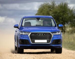 Audi Q7 2015, вид спереди