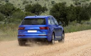 Audi Q7 2015, вид сзади