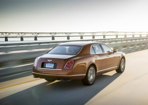 Bentley Mulsanne Speed 2015, вид на заднюю диагональ
