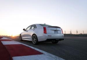 Cadillac ATS-V, вид на заднюю диагональ