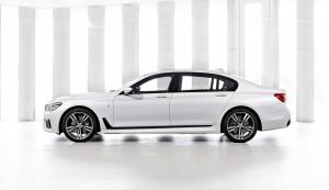 BMW 7 Series 2015, вид сбоку