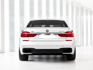 BMW 7 Series 2015, вид сзади