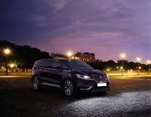 Renault Espace 2015, вид на переднюю диагональ