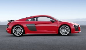 Новый Audi R8, вид сбоку