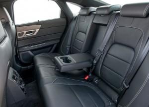 Jaguar XF, задние сиденья
