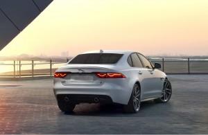 Jaguar XF 2015, вид сзади