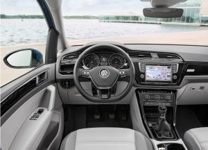 Новый Volkswagen Touran, передняя панель