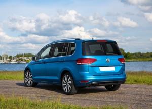 Volkswagen Touran 2015, вид на заднюю диагональ