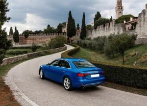 Audi A4 2015, вид на заднюю диагональ