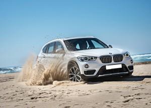 BMW X1 2015, вид на переднюю диагональ