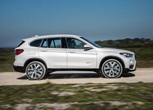 BMW X1 2015, вид сбоку