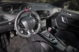 Новый Peugeot 308 GTi, передняя панель
