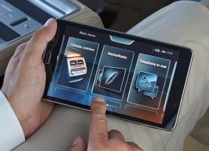 BMW 7 Series, планшет для задних пассажиров
