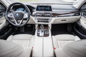 BMW 7 Series 2015, передняя панель