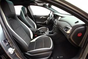 Infiniti Q30, передние сиденья