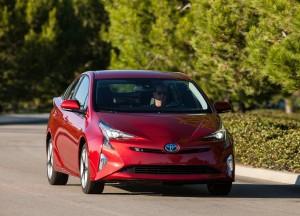 Toyota Prius 2016, вид спереди