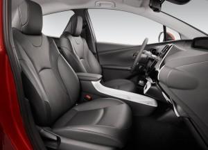 Новый Toyota Prius, передние сиденья