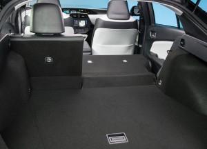 Toyota Prius 2016, багажник