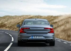 Volvo S90 2016, вид сзади