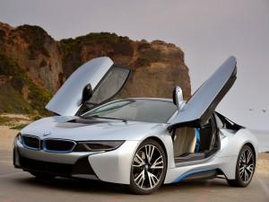 Гибридный BMW i8 2014 года