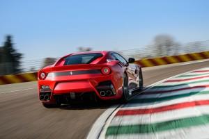 Ferrari F12tdf, вид сзади