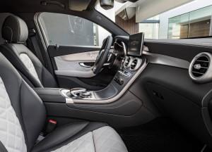 Mercedes-Benz GLC Coupe 2016, передние сиденья