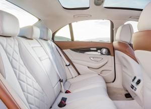 Mercedes-Benz E-Class 2016, задние сиденья