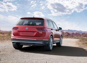 Volkswagen Tiguan 2016, вид сзади