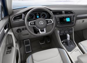 Volkswagen Tiguan 2016, передняя панель