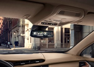 Cadillac XT5, экран камеры в зеркале заднего вида