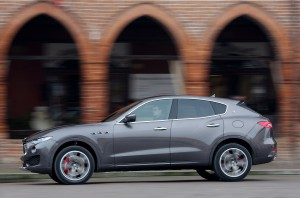 Maserati Levante 2016, вид сбоку