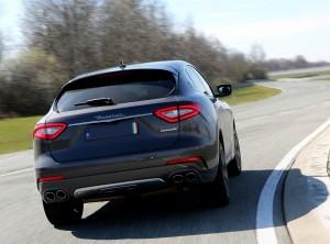 Maserati Levante 2016, вид сзади