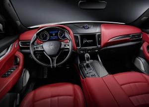 Maserati Levante, передняя панель